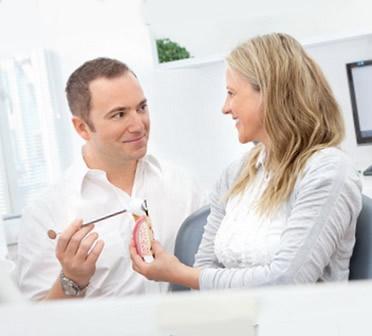 Paciento konsultacija su implantologu